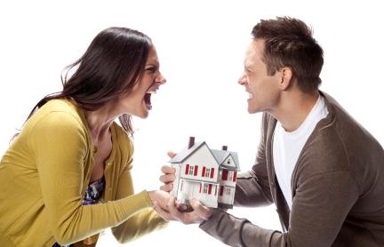 Án lệ 04 – Chồng bán nhà, hợp đồng chuyển nhượng không phải chữ ký của vợ
